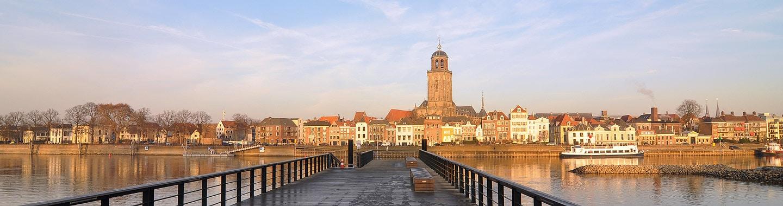 Aanzicht Deventer vanaf overkant
